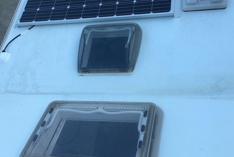 La placa solar y el inversor