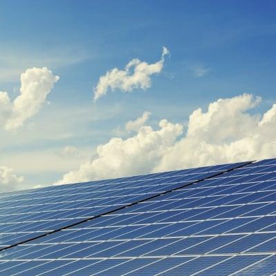 Placa solar e inversor de autocaravana