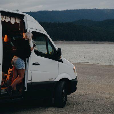 ¿Camperización, alquiler o compra de furgonetas camper?